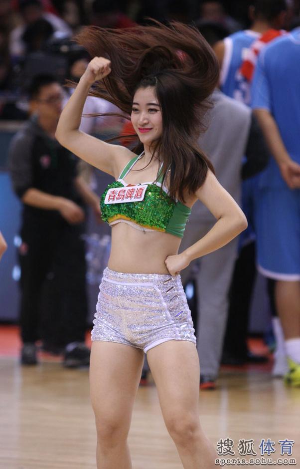 组图:山东篮球宝贝热舞 靓丽美女扮性感小猫咪