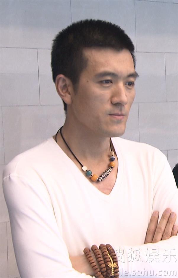 黄圣依参加跳水节目 杨子全程陪同成助教50
