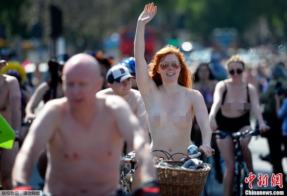 伦敦年度国际裸骑活动 宣传环保场面壮观 教育