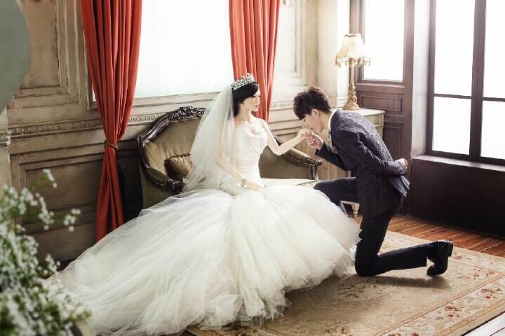 28岁男子与充气娃娃结婚婚纱照曝光 充气娃娃新娘不...