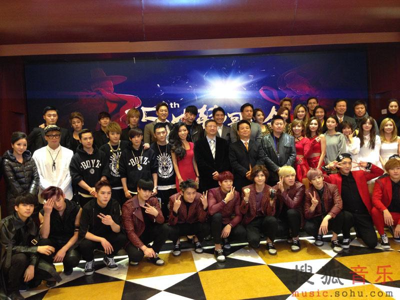 mic男团亮相中韩歌会 被赞中国版big bang