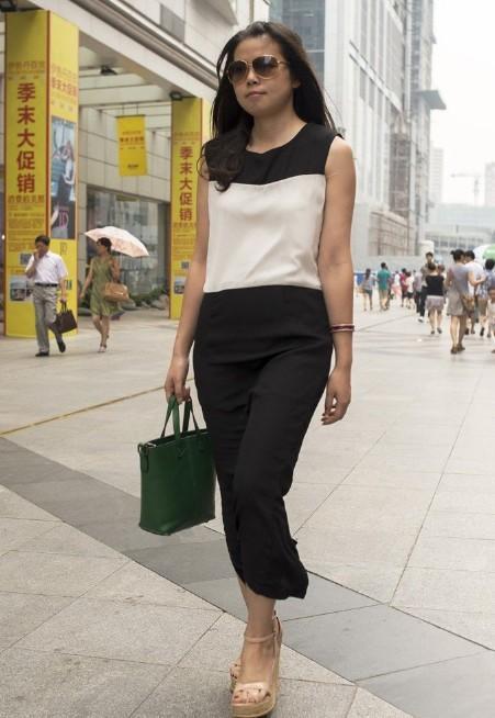 重庆成都美女街拍 穿衣时尚似明星