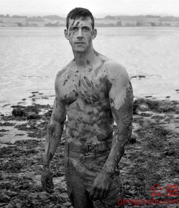 英国皇家海军陆战队的肌肉男们拍摄照片将制作成2014