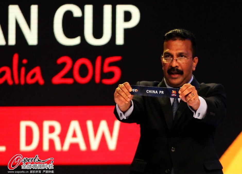 高清:国足亚洲杯被分b组 连续三年碰乌兹别克 (44)
