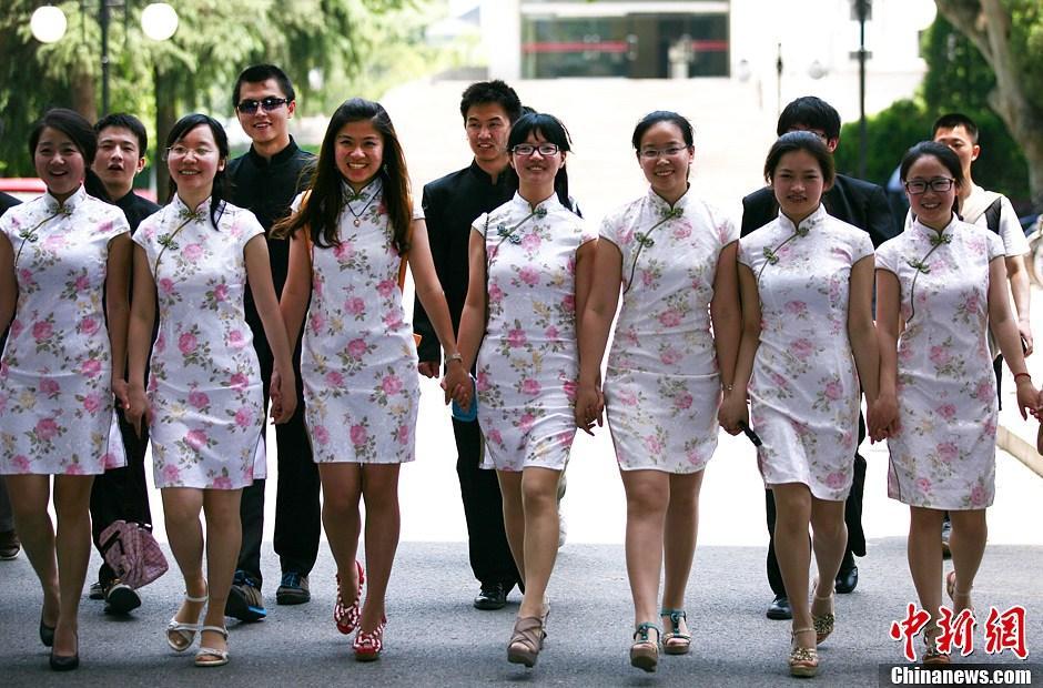 南京毕业生着旗袍中山装拍照5075263 女人频