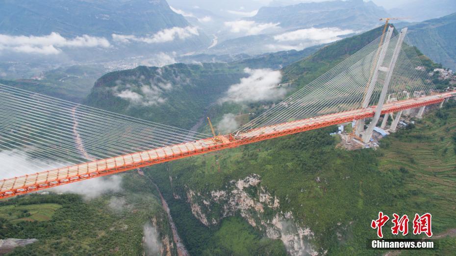 世界第一高桥合龙 距江面高差565米