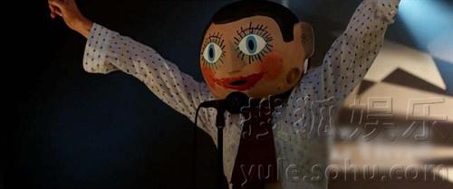 电影海报剧照  《弗兰克》剧照:法斯宾德怪异饰演神秘大头娃娃 (稿件