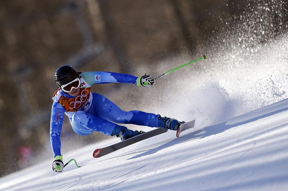 北京时间2月13日凌晨,2014索契冬奥会结束第五个金牌日争夺。在今天产生的6枚金牌中,德国独揽2金,剩余4金被美国、瑞士、荷兰和斯洛文尼亚瓜分;截止目前德国队以6枚金牌暂居金牌榜首位,奖牌数最多的则是挪威代表团的12枚,中国队依然只有一枚银牌在握。庞清/佟健在花样滑冰双人滑比赛中获得第四名与奖牌擦肩,彭程/张昊排名第八;单板滑雪女子U型池,中国四姝未能改写历史,蔡雪桐获得第六,李爽和刘佳宇分列第八和第九名;一日双赛的中国男子冰壶队先后击败瑞士队和德国队后以四战四胜的成绩暂居榜首,中国女子冰壶队也在战胜美