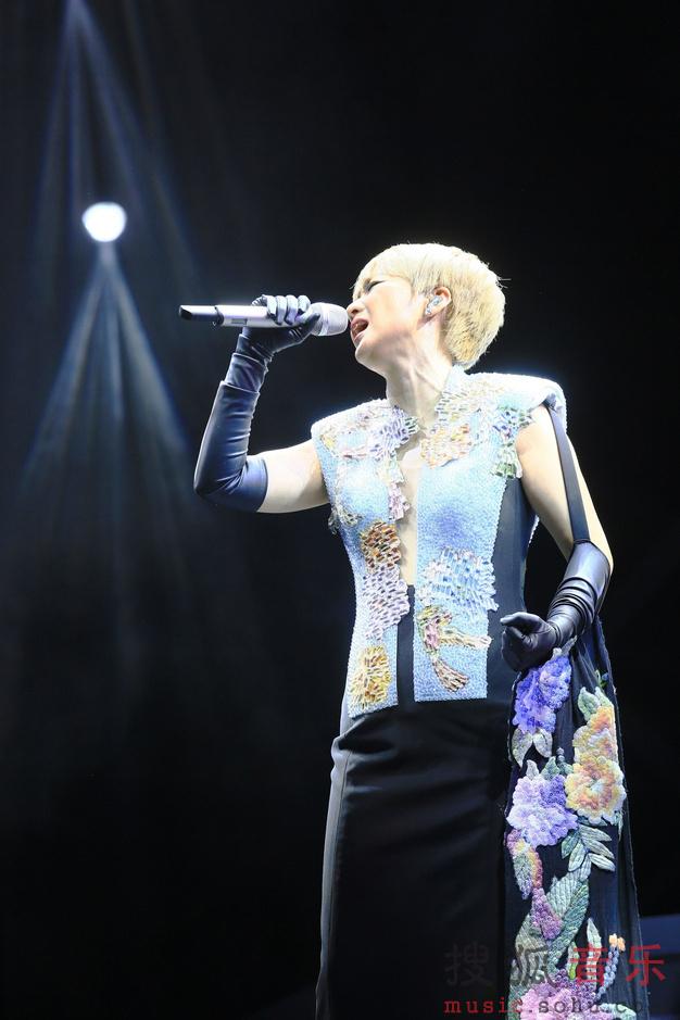 陈慧娴30周年演唱会_陈慧娴30周年演唱会上海落幕 穿猫女装载歌载舞