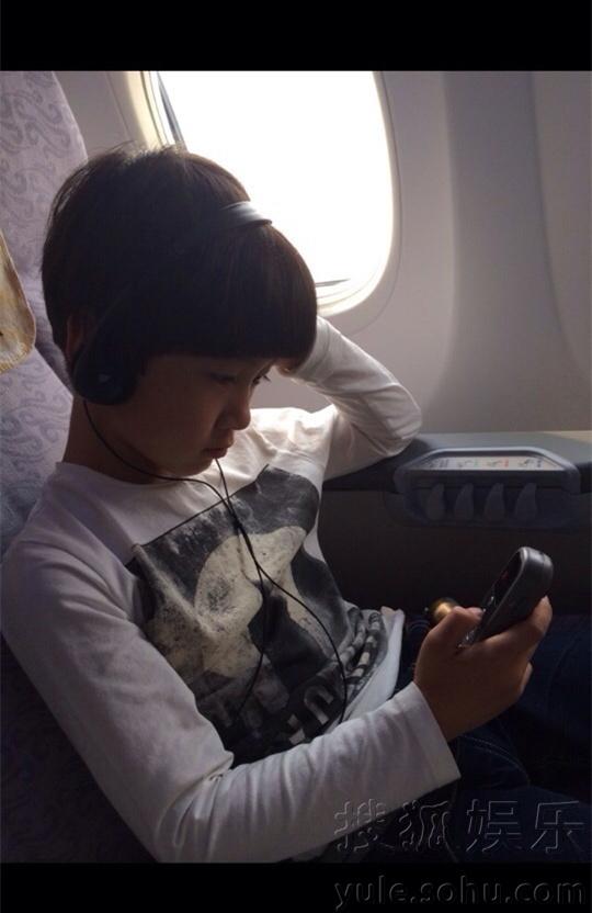 机坐在飞机座椅上