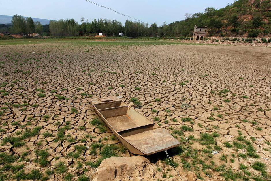 河南平顶山许昌干旱严重 22座水库21座干涸6