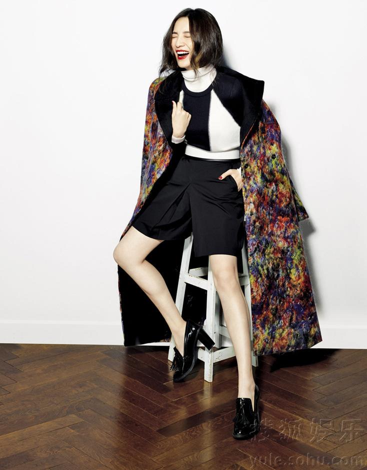 宋佳秀美腿纤腰 携手杂志展时髦女明星穿衣术