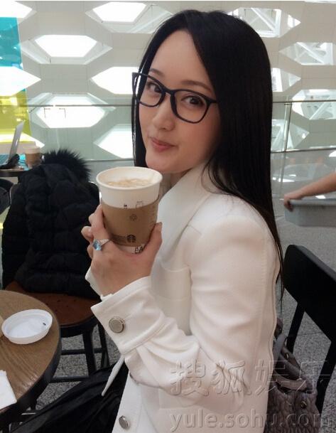 不老女神!杨钰莹晒文艺自拍照清纯如少女(图)