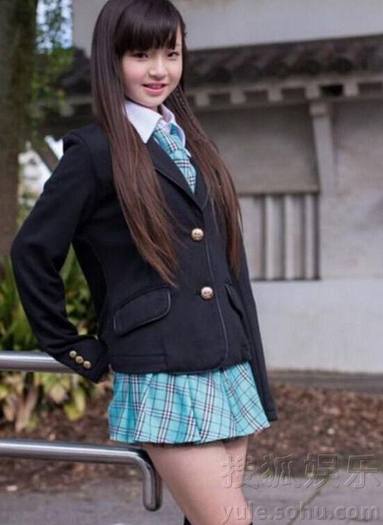 日本小学生组合走红 11岁成员穿比基尼秀性感