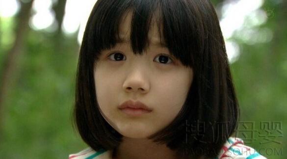 近期,又有一位来自泰国的混血萝莉因可爱超萌的长相在网络走红.