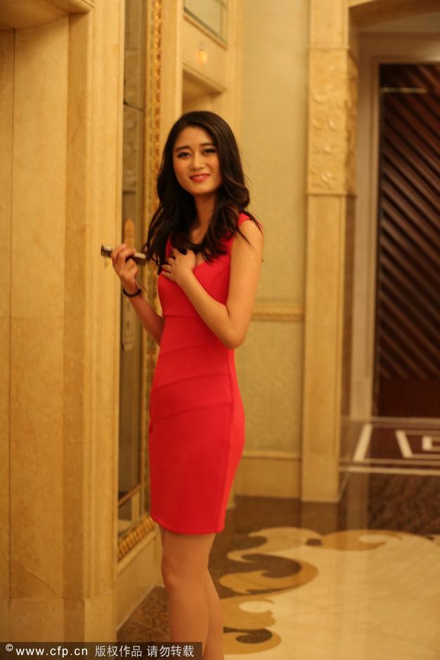 环球小姐酒店排练红裙美女a酒店翘腿抢镜71044k超清手机竖屏美女动漫壁纸图片