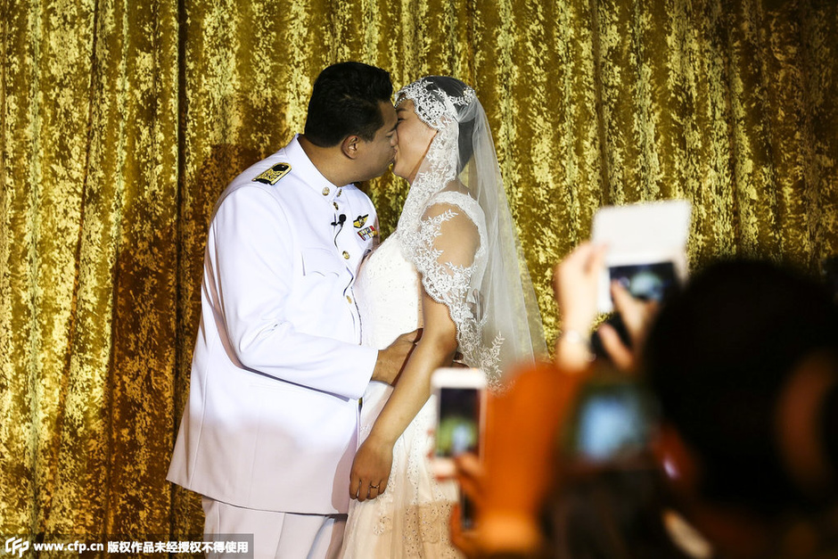 女排前队长冯坤大婚  泰国新郎深情拥吻(高清)
