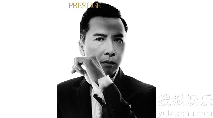 搜狐娱乐讯 近日,甄子丹登上香港《Prestige》杂志封面,并为其拍摄了一组精美的黑白创意大片。写真中,甄子丹身穿西装礼服,眉眼间霸气十足,更一展拳脚,完美诠释功夫巨星的魅力。   作为香港著名杂志,《Prestige》倡导品质生活,邀请国内外当红大牌来做封面人物。在过去的几年中,甄子丹的事业一直稳步上升,拍摄的电影频频收获高票房。最近还筹备主演影片《卧虎藏龙2》,影迷们都十分期待这部经典后续。对于事业上的成功,甄子丹给出的答案是归功于家庭,正是家人的支持使他感到自信和生活的美好,同时他也虚心表示,自
