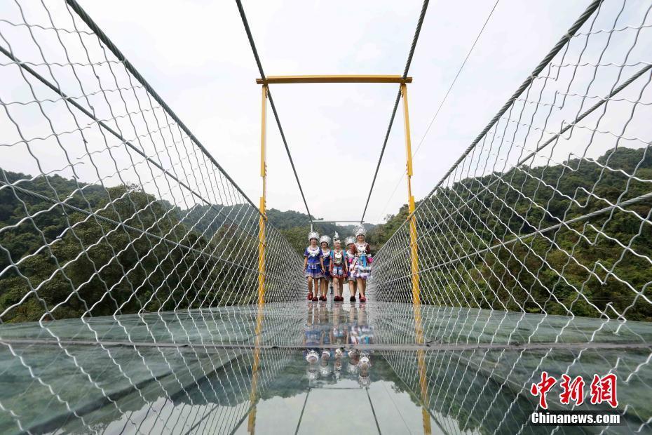 恐高者慎入!广西首座悬索玻璃桥亮相2016.9.27 - fpdlgswmx - fpdlgswmx的博客