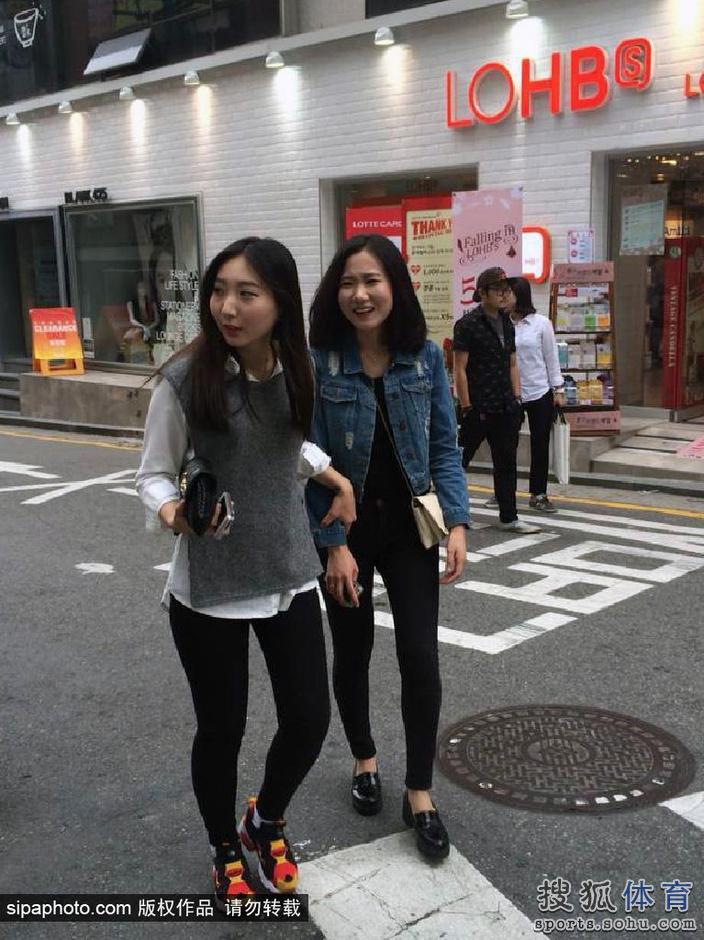 高清:21日美女 富人区街拍白富美看台自拍玩嗨