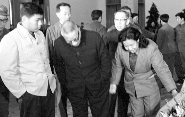 图集|老照片再现毛主席纪念堂修建全过程 - 人在上海    - 中国新闻画报