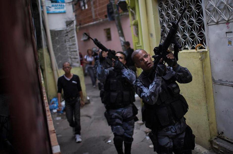 现实版《速度与激情5》:巴西军方巡逻贫民窟7