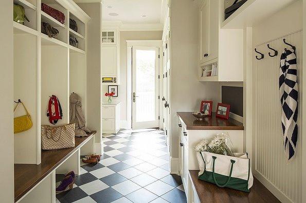 客厅和卧室采用胡桃木地板