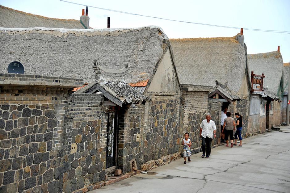 爸爸去哪儿外景地山东荣成:海草房将成记忆 在胶东半岛