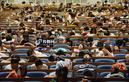 济南两千考研生备战 午休场面壮观