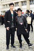 搜狐娱乐讯 当地时间1月25日,于小彤现身巴黎时装周Yohji Yamamoto 秀场,进行本次时装...