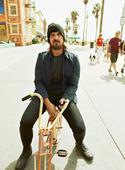 搜狐娱乐讯 长发大胡子蝙蝠侠克里斯蒂安-贝尔(Christian Bale)登上英国版《Esquir...