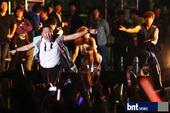 搜狐韩娱讯 10月4日晚韩国时间10点,韩国歌手PSY在首尔市政府前举行了单独演唱会。PSY为了答谢...