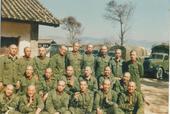 对越作战异常残酷,本组图片展现越战期间,处于高压下的解放军战士们难得的轻松一刻。