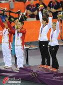 北京时间8月3日凌晨1点,奥运会女子团体争先赛决赛。结果,在预选赛两次打破世界纪录的中国队,以32秒...