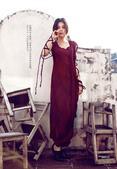 近日,歌手朱婧最新写真曝光。在这组展示秋冬时尚的写真中,朱婧展现时尚高冷范儿,在光影之间诠释另类性感...