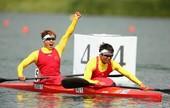 """女子双人皮艇500米,中国参赛选手是周玉、吴亚男。周玉这两年几乎都是女子皮艇的""""老大"""",搭档吴亚男则..."""