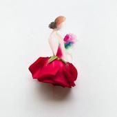 水彩勾勒出的曼妙身姿,配上优雅大方的鲜花裙子,美的无法言语。