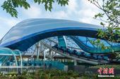 """2016年6月5日,上海迪士尼6大主题景区之一的""""明日世界"""",设计上采用大量弧线和穹顶造型,颇具科幻..."""