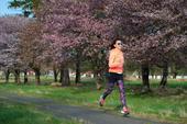 5月10日,搜狐新闻马拉松第八季在日本北海道开跑。徐洁儿全程都面带清新笑容,享受运动的态度让人很受感...