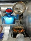 机器人主题餐厅是以机器人为主题的餐厅,当中的机器人可以为顾客点菜、做菜、上菜和表演节目。新奇的机器人...