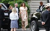美国当地时间2021-02-28,美国华盛顿,美国第一夫人梅拉尼娅身穿香槟色长裙离开住所,随同特朗普出...