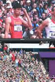 """北京时间8月7日下午,2012年伦敦奥运会110米栏的预赛,在""""伦敦碗""""拉开战幕。中国选手刘翔在跨越..."""