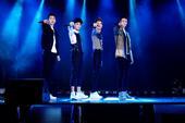 搜狐娱乐讯 1月4日,荷尔蒙鲜声团BBF在北京举办了出道后第一张专辑《王者之路》的首唱会,现场演唱近...