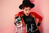 今日,李宇春为时尚杂志《ELLE》拍摄的一组封面时尚大片曝光。一套套色彩缤纷的春日造型在春春的演绎下...