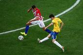 在巴西和克罗地亚的比赛最后时刻,拉米雷斯中场断球,奥斯卡单骑闯关,在禁区边缘一记捅射再次洞穿普莱蒂科...