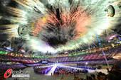 北京时间2012年8月13日,伦敦奥运会闭幕式。伦敦碗内星光熠熠,场馆外烟火璀璨。 更多奥运视频>...