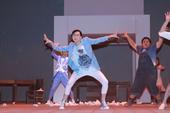 据香港媒体报道,詹瑞文与梁洛施(Isabella)今日为明日在香港文化中心公演的舞台剧《快乐勿语》进...