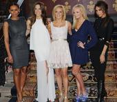 近日,昔日红极一时的辣妹组合Spice Girls英国伦敦再聚首,为某音乐会进行彩排。5个昔日辣妹如...