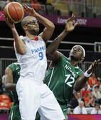 北京时间8月6日,伦敦奥运会男篮小组赛进行了最后一轮的较量,A组的法国队遭遇尼日利亚,在一度被尼日利...