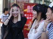 2013年9月5日,北京。北京电影学院开学典礼举行。校长张会君台上动员,无奈台下帅哥、美女难抵瞌睡...